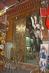 Tienda latón metal hojalata recuerdos zocos medina Marrakech
