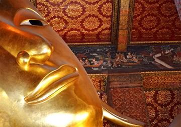 Primer plano buda reclinado Wat Pho Bangkok