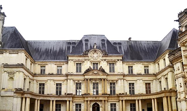 Fachada patio interior castillo Blois Francia