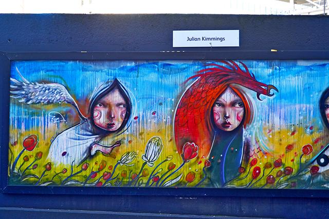 Mural color ángeles bien y mal centro histórico Birmingham