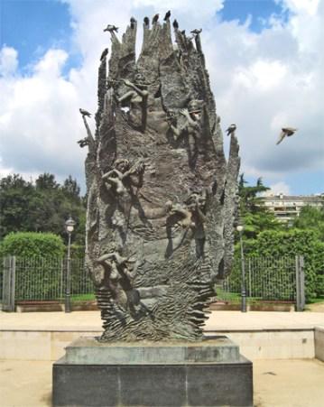 Escultura pájaros Parque Turó poeta Eduardo Marquina Barcelona