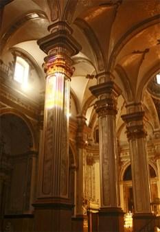 Pilares interior Iglesia Arcipestral San Jaime Vila-Real Castellón