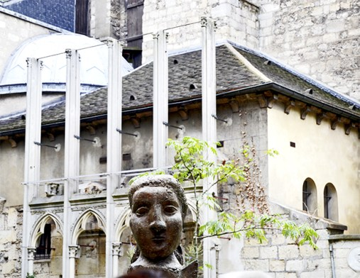 Escultura mujer Iglesia Saint-Germain-des-Pres París