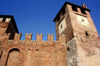 Muralla almenas torre reloj Castelvecchio Verona