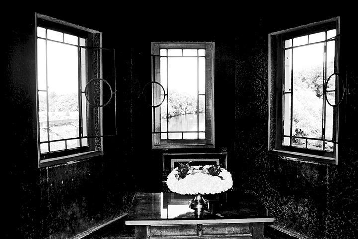Vistas interiores habitación ventanas río Cher castillo Chenonceau blanco y negro