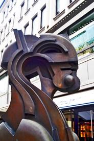 Escultura modernista perfil centro Hannover alemania