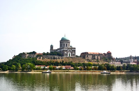 Vistas Basílica Esztergom río Danubio Hungría