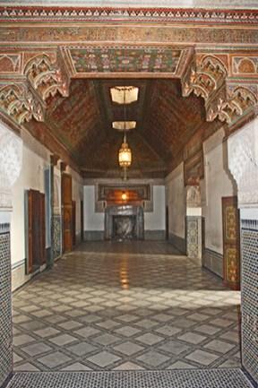 Pasillos interiores decoración palacio árabe medina Marrakech