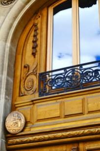 Decoración ventana madera modernista centro histórico París