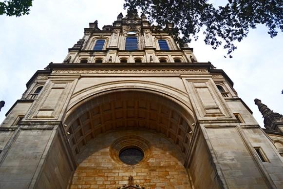 Picado fachada basílica Nuestra Señora Virgen Begoña Bilbao