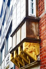 Decoración elefantes oro soportales ventanas Bottcherstrasse Bremen