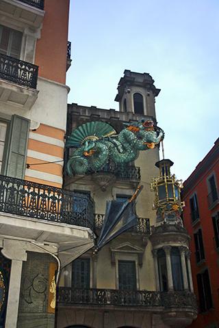 Dragón chino fachada Ramblas Barcelona