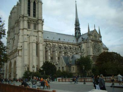Vistas perfil Catedral Notre-Damme centro histórico París