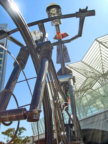 Escultura ciclista Estación Vasco Da Gama Expo Lisboa