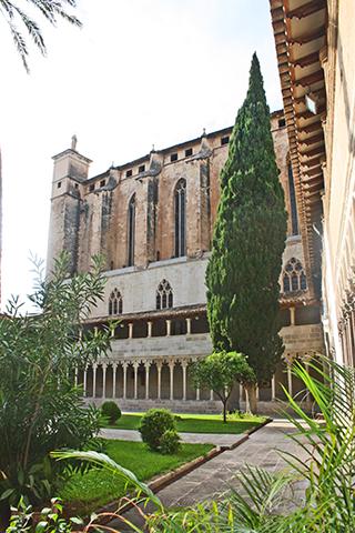 Claustro patio interior Convento San Francisco Mallorca