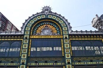 Fachada modernismo color estación Abando Bilbao