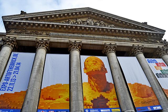 Fachada neoclásica Exposición lego Bolsa Bruselas