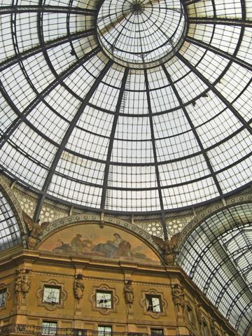 Cúpula cristal friso Galleria Vittorio Emanuele II Milán