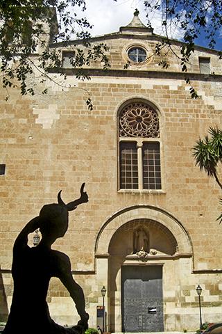 Estatua iglesia Nuestra Señora de los Dolores Manacor Mallorca
