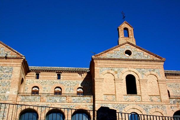 Fachada piedra Escuela Oficial Idiomas Toledo