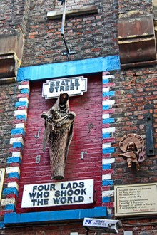 Beatle Street Four lads who shook the world escultura muerte Liverpool