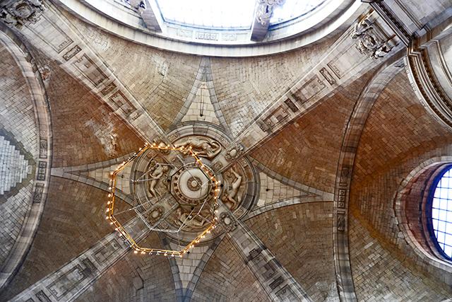 Pilares cúpula lámpara piedra arcos Ayuntamiento Nuevo Hannover