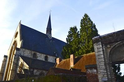Iglesia entrada arco Beginjhof Lovaina