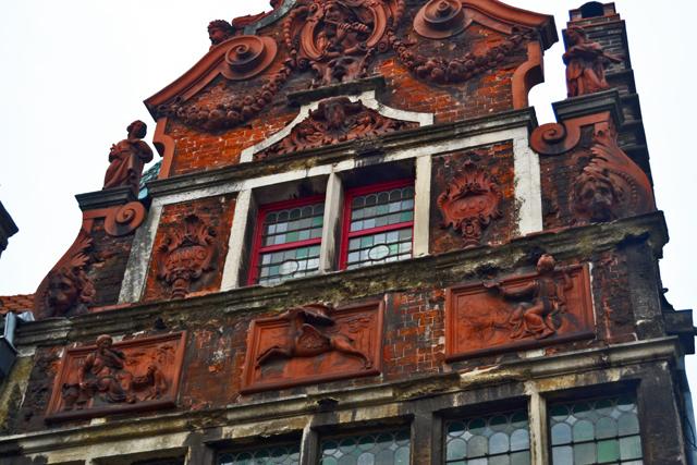 Fachada ladrillo rojo vivienda neoclásica Gante