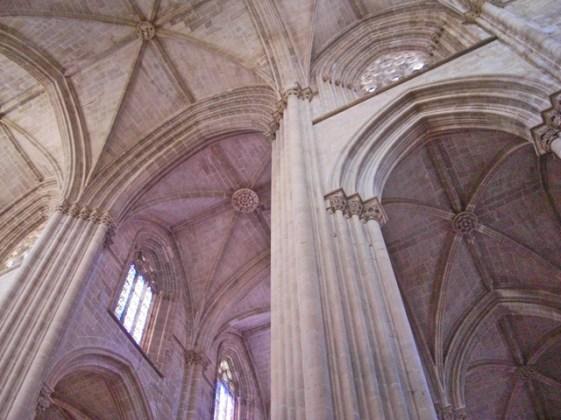 Pilares y arbotantes interior Monasterio de Batalha