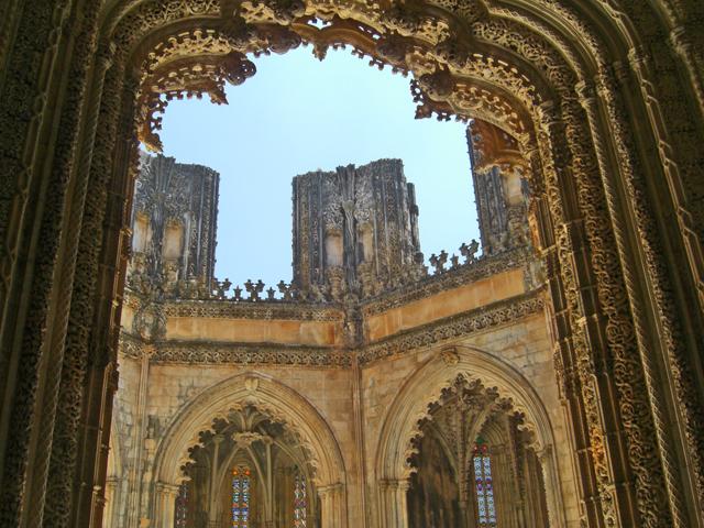 Arco barroco manuelino claustro interior Monasterio de Batalha
