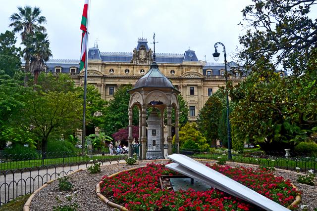 Reloj flores Diputación Foral Plaza Guipuzkoa San Sebastián Donosti