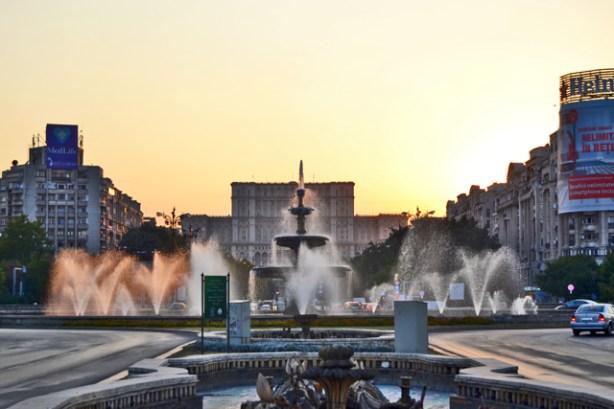 Fuentes activas Plaza Unirii Parlamento Bucarest Rumanía