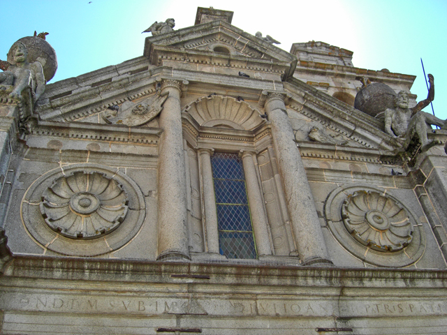 Fachada estatuas Iglesia de Sao Felipe Evora