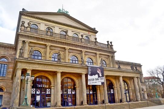 Die Karte halt Augen und Ohren in der Oper in Hamburg