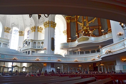 Interior asientos órgano Iglesia San Miguel Hamburgo