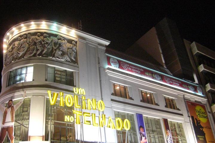 Teatro neon noche Oporto