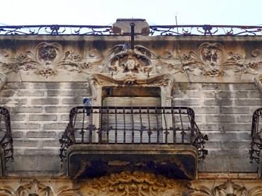 Balcón friso decoración modernismo Casa Sagarra Pere Caselles i Tarrats Reus