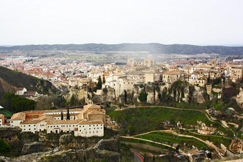 Durante el dia las inmejorables vistas desde el barrio del Castillo y los lados de la hoz del Huecar