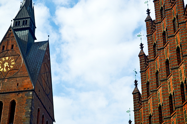 Torre reloj iglesia fachada catedral cielo Hannover