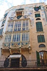 Fachada balcón ventanas modernismo Can Rei i l'Àguila Palma Mallorca