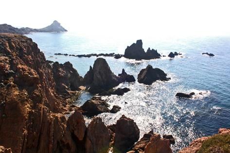 Rocas volcánicas Arrecife de las Sirenas faro Cabo de Gata Almería