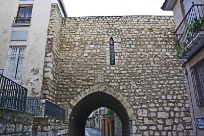Muralla piedra Arco San Lorenzo Jaén