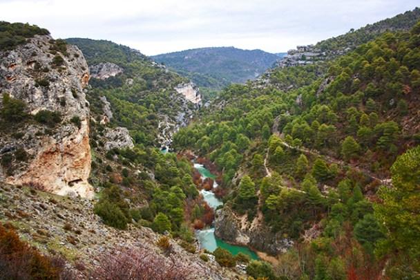 El Ventano del Diablo como excelente mirador rio Jucar abriendose paso por el valle