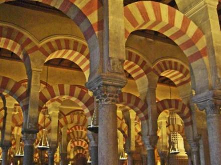 Arcos de herradura columnas Mezquita Córdoba