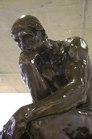 El pensador de Rodin en el MURAM