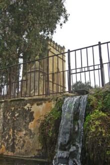 Caída agua acequia Alcázar Córdoba