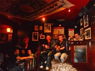 Grupo música actuación directo Temple Bar centro histórico Dublín