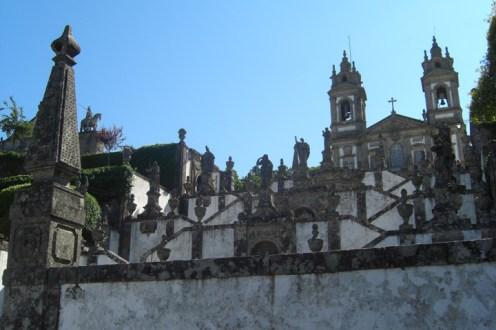 Escalinata piedra abajo Santuario Bom Jesus do Monte