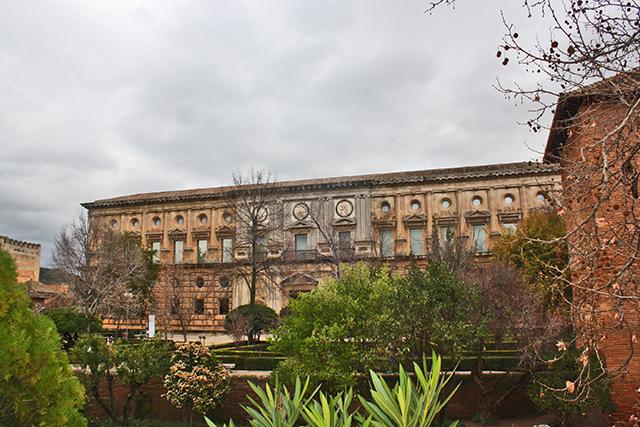 Fachada renacentista Palacio de Carlos V Alhambra Granada