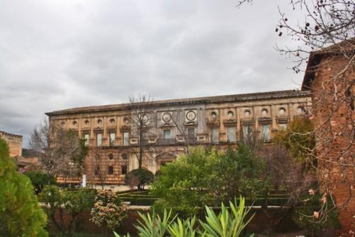 Espectacular Palacio de Carlos V renanciendo en el complejo granadino de la Alhambra